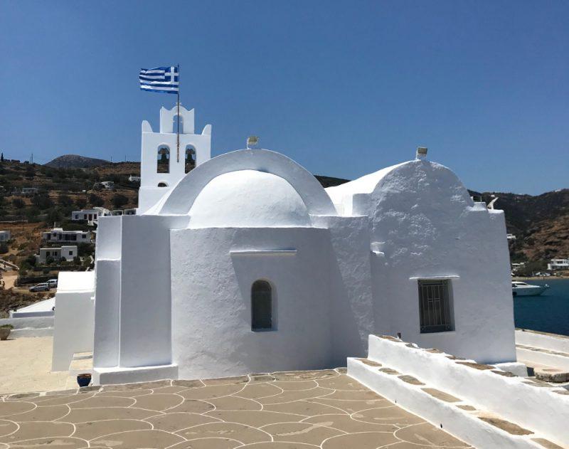 Perierga.gr-Το μοναστήρι της Χρυσοπηγής στη Σίφνο